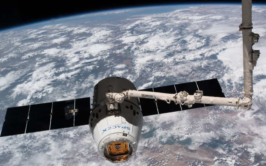 SpaceX Dragon en el Canadarm2