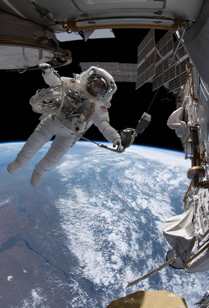 Paseo espacial junto a la ISS